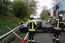 16.04.2018: Zwei Verletzte und 80.000 Euro Schaden bei Verkehrsunfall auf der Staatsstraße 2103 bei Langhögl