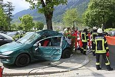 23.04.2018: Tödliches Überholmanöver in 30er-Zone: 19-Jähriger prallt mit Kleinwagen gegen Beton-Litfaßsäule