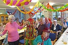 24.02.2020: BRK-Tagespflege feiert bei heiterer Musik und Tanz den unsinnigen Donnerstag
